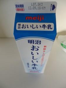 25.明治乳業_おいしい牛乳(12.09.18 Kウ Lot.SK3)